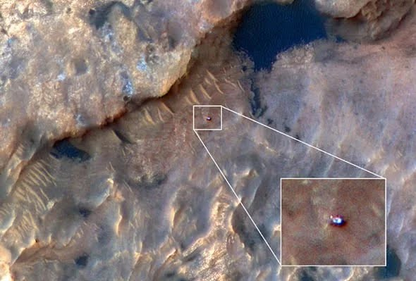 nasa-conspiracy-theory-space-mars-curiosity-rover-cover-up-alien-life-water-on-mars